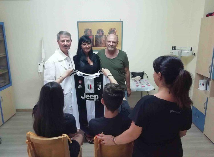 La maglietta della Juventus fa sorridere due bambini