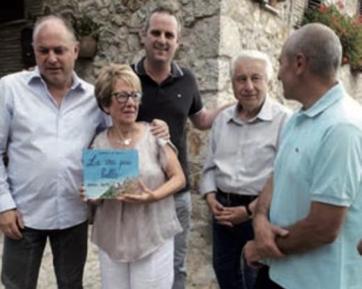 Centro anziani, consegnata la targa sulla via più bella