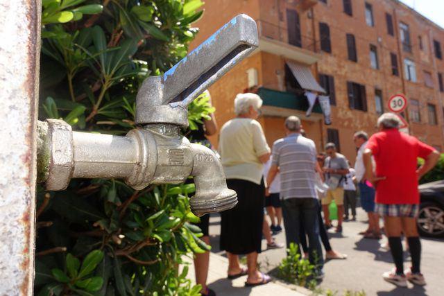 Acqua col contagocce: disagi in città
