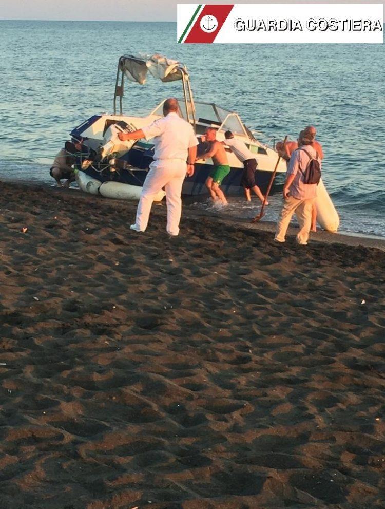 Natante rischia di affondare a largo di Ladispoli, interviene la Guardia Costiera