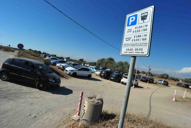 Parcheggi blu a Sant'Agostino: la politica si divide