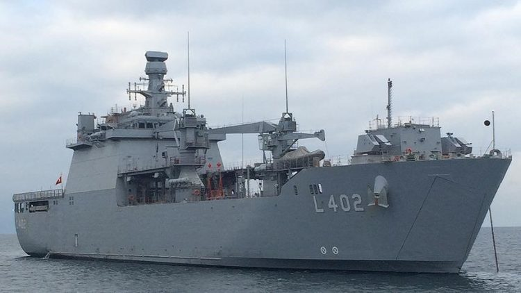 La nave turca Tcg Bayraktar in sosta a Civitavecchia