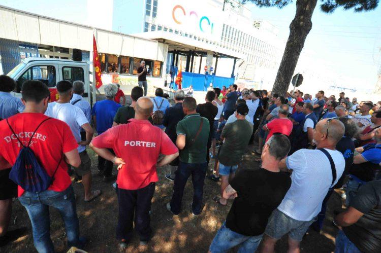 Vertenze occupazionali, Potere al popolo abbraccia la protesta