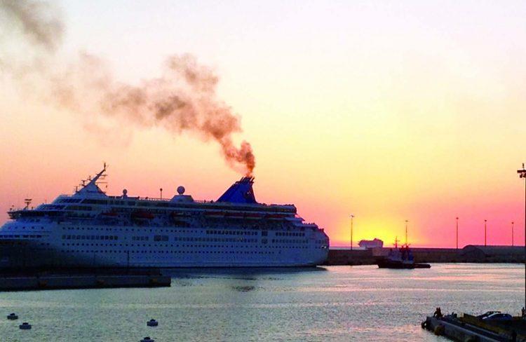 Fumi in porto, diminuiscono le denunce