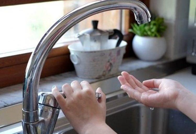 Senza acqua da un mese: cittadina esasperata