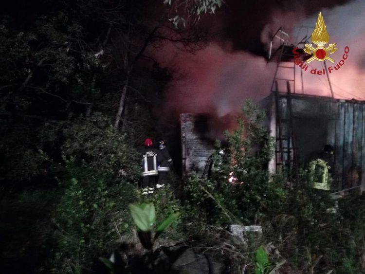 Container in fiamme: intervento dei Vigili del fuoco