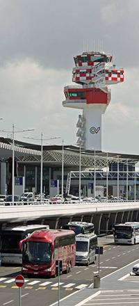 """""""Accompagnatori turistici senzatessere di accesso all'aeroporto"""""""