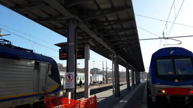 Vandali danneggiano cavi: traffico ferroviario rallentato