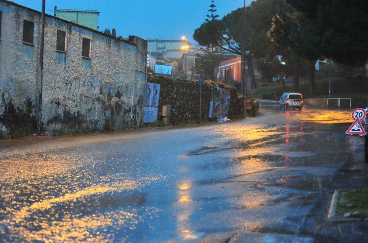 Piove e torna a mancare l'acqua a San Liborio