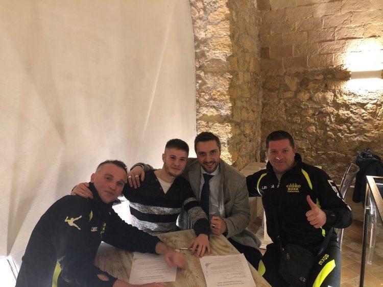 Christian Gasparri firma con la 3 Gloves Promotion