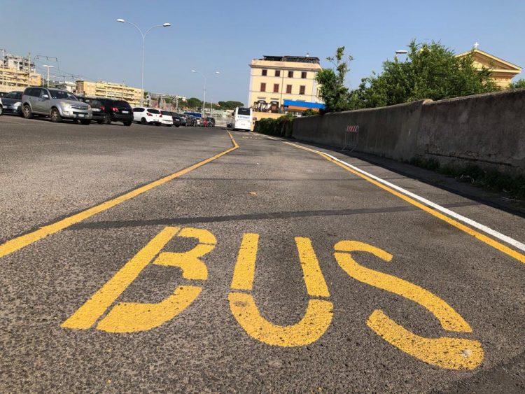 Stazione, via gli stalli per fare posto ai bus