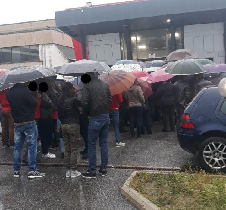 Ladispoli, lunghe code al seggio degli elettori romeni