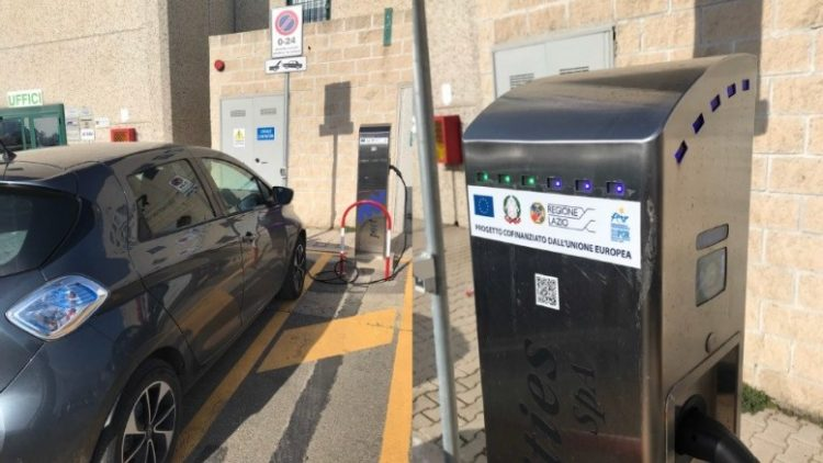 Port Utilies, installate cinque colonnine elettriche in porto
