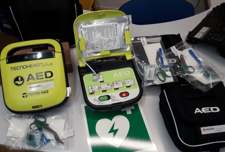 Prociv si dota di tre defibrillatori e un kit completo di estintori