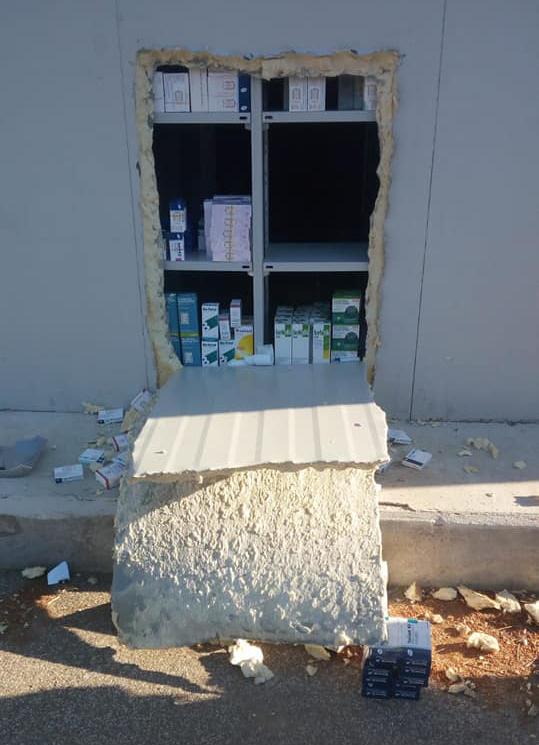 Raid notturno alla farmacia di Due Casette: banditi via con il registratore di cassa