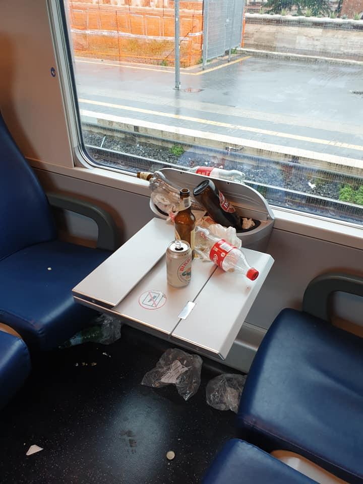 Treno devastato dai tifosi e pendolari aggrediti