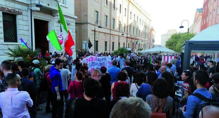 Il centrosinistra manifesta contro Salvini: ''Siamo tutti antifascisti''