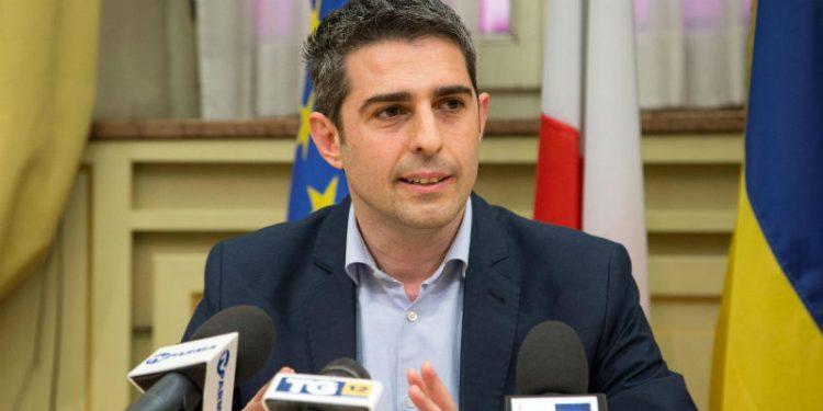 No al secondo mandato dei sindaci grillini, Pizzarotti: ''Sono stati abbandonati''