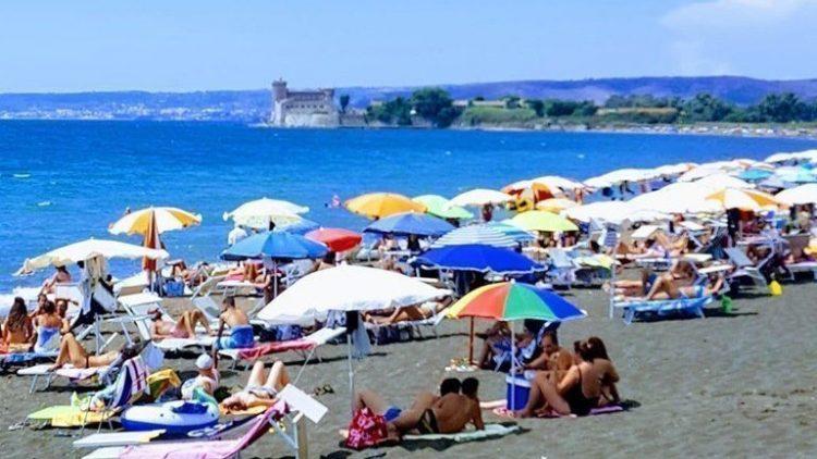 ''Vogliamo la riapertura della spiaggia Sabbie nere''