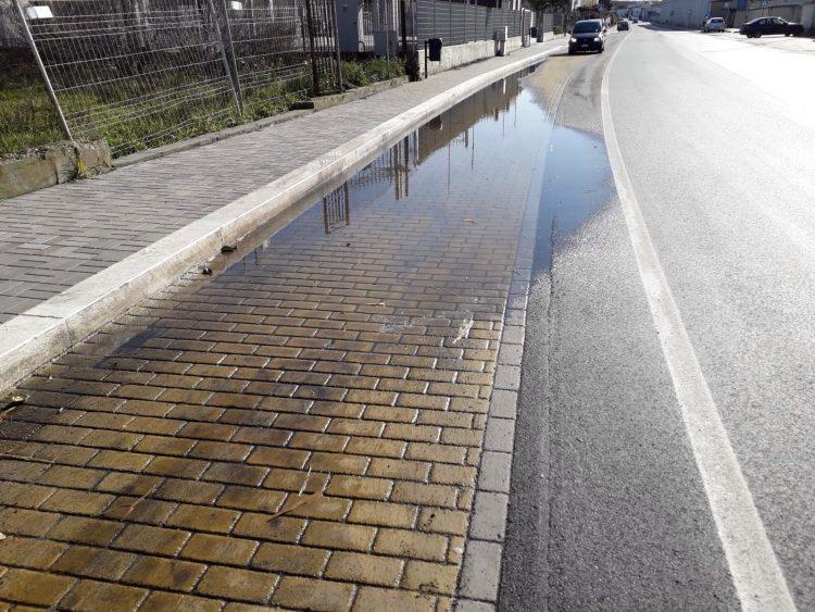 Onda popolare: ''Perdite d'acqua sul tratto di Aurelia appena  ristrutturata davanti all'ex Clasa''