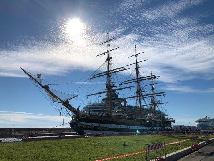 Al porto c'è la Vespucci: visite a bordo fino a martedì
