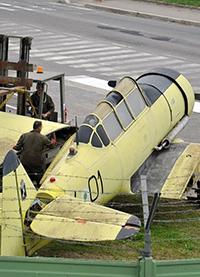 Al via il restauro dell'aereo giallo