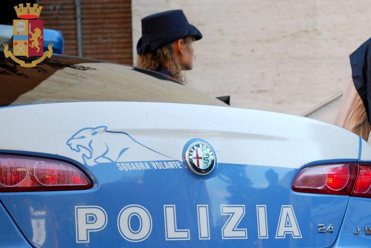 Fermata alla guida di un'auto rubata: denunciata dalla Polizia