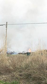 Fiumara Grande, incendio di sterpaglie minaccia una casa
