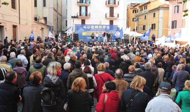 Folla ed entusiasmo per la star Salvini