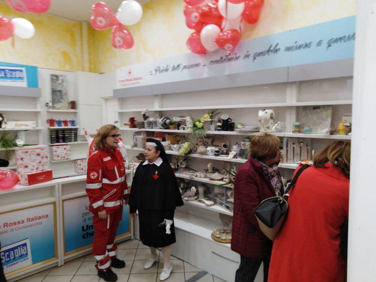 Temporary shop, taglio del nastro per il negozio solidale alla Scaglia