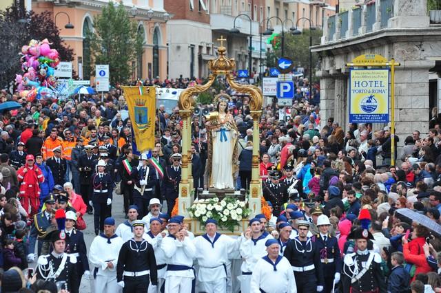 Santa Fermina, è il grande giorno della processione