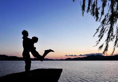Coppia più felice se il papà cura i figli