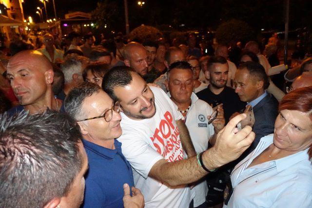 """Immigrati, Salvini: """"Se il Pd andrà avanti fermeremo personalmente i barconi"""""""