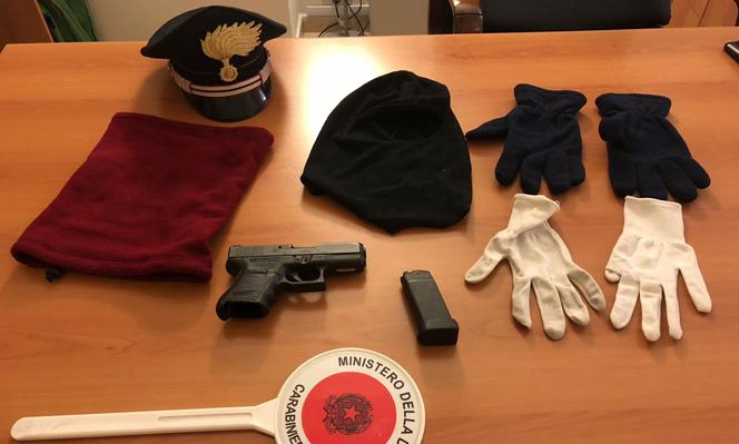 Cercano di eludere il controllo dei Carabinieri: arrestate due persone con il kit dei rapinatori