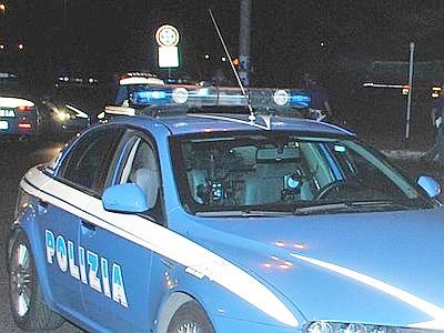 Movida, lancia una bottiglia sui tavoli alla Marina: minorenne ubriaco fermato dalla Polizia