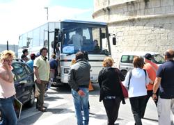 Ticket sui bus, monta la polemica