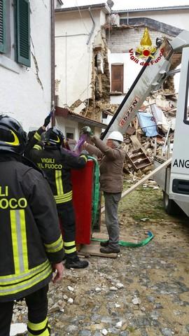 Terremoto, Vigili del fuoco di Civitavecchia ancora in prima linea