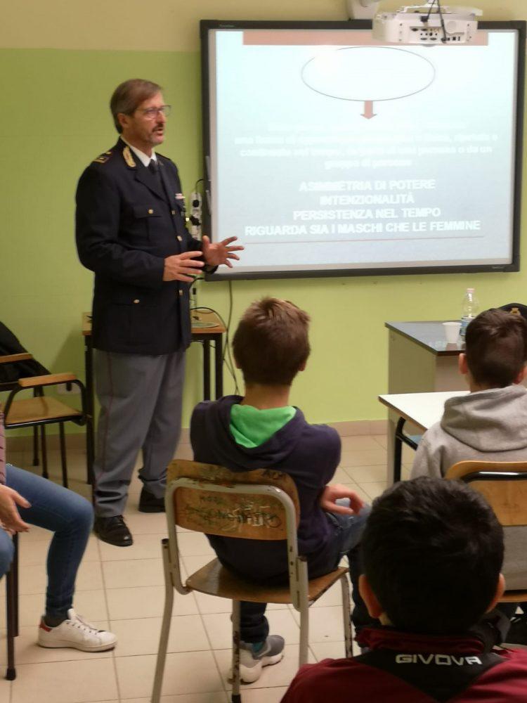 Studenti dell'Istituto San Benedetto a lezione con la Polizia