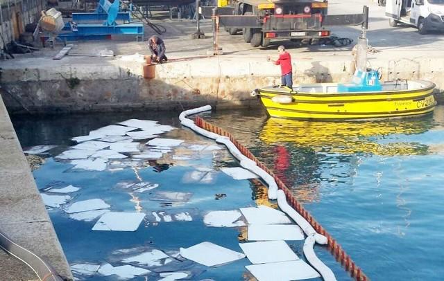 Sversamento in porto: Capitaneria al lavoro sulle responsabilità