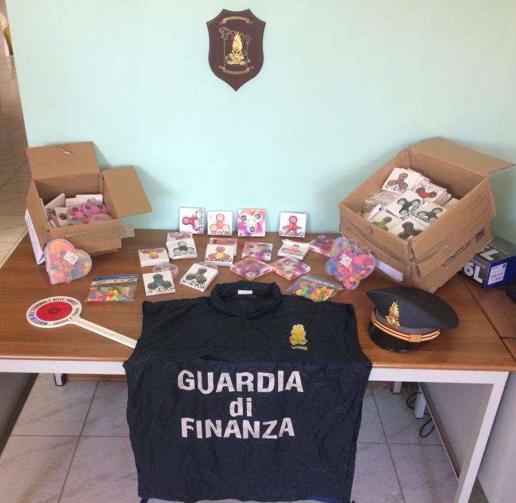 """Guardia di Finanza: sequestrati 1700 giocattoli """"hand spinner"""" contraffatti"""