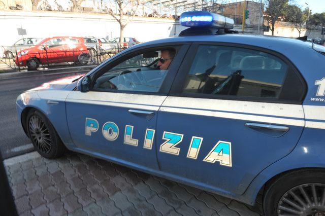 Aggredisce i poliziotti: in manette 29enne civitavecchiese