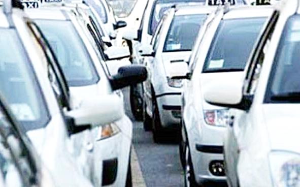 Scoppia la rivolta dei taxi