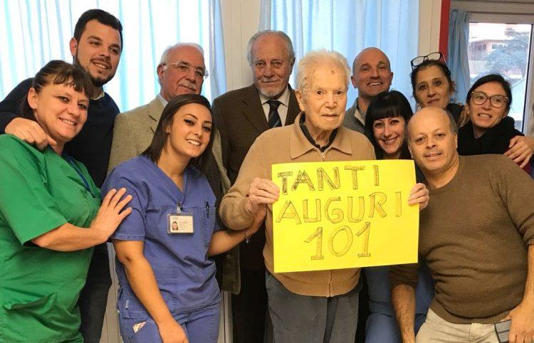 Rsa Santa Marinella, festa per i 101 anni di Aldo Giaccone