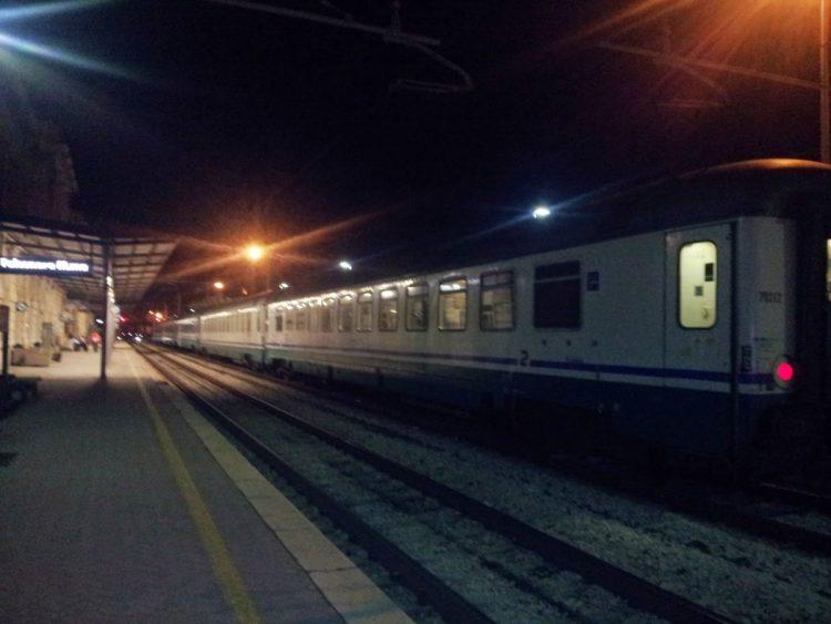Travolti dal treno: un morto e un ferito