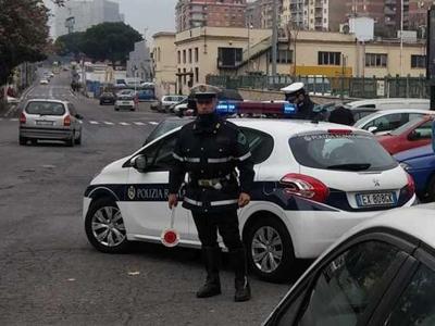 ''Sposti l'auto'', minacce e sputi ai vigili
