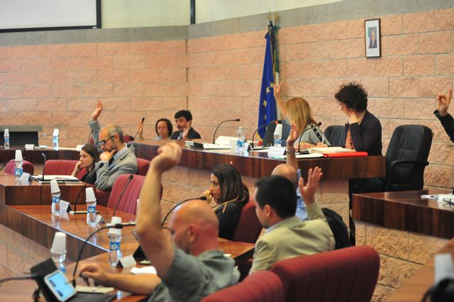 Il consiglio dice no ai rifiuti di Roma