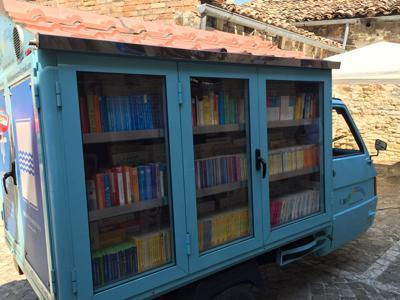Un maestro lucano mette le ruote ai libri