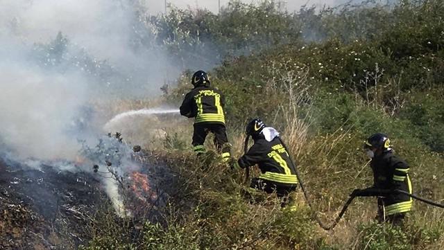 Fiamme a Sant'Agostino, intervengono i Pompieri