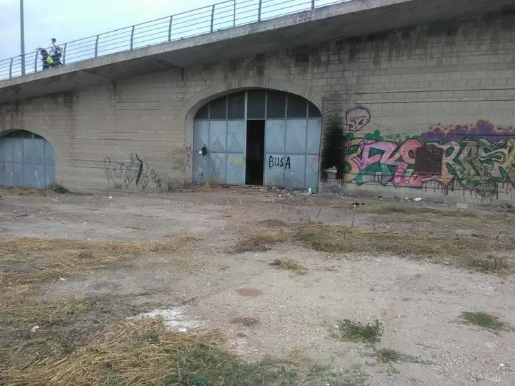 Via i clochard da sotto il Ponte 9 Novembre