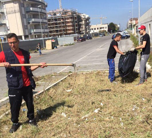 I volontari tornano a pulire il quartiere San Liborio